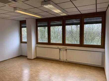 Schöne und helle Bürofläche im Industriegebiet Degerloch-Tränke. Provisionsfrei!