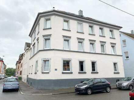 Renovierte 3½-Zimmer-Altbauwohnung mit Außenstellplatz in Bad Cannstatt