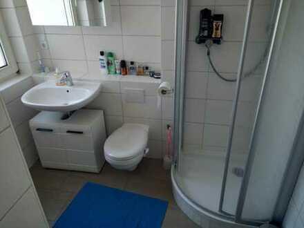 25 m² großes WG Zimmer mit Reinigungskraft