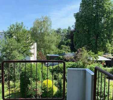 HELL & SANIERT ! Wohnung in Top-Lage mit LIFT, Garage, Gartennutzung & Balkon mit toller Aussicht !