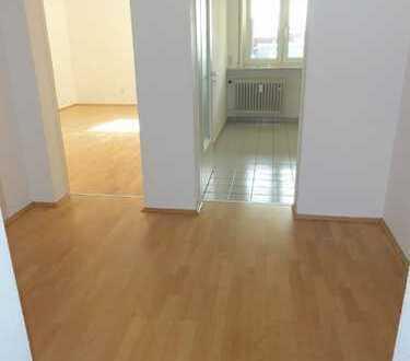 Tolle 2-Zimmerwohnung mit EBK und 2 Balkonen/Loggien im Paulusviertel zu vermieten !
