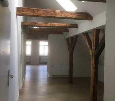 Sanierte Altbau-Dachgeschosswohnung im Zentrum mit Domblick