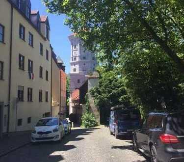 Schöne große Wohnung zentral in historischer Umgebung