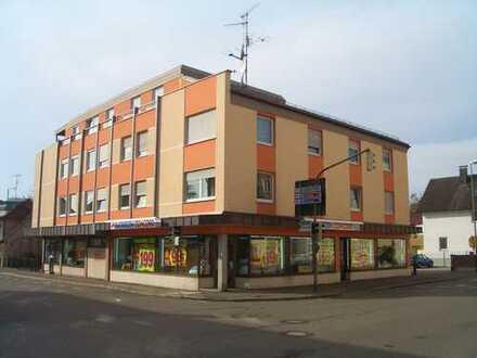 Schöner Eckladen mit großem Kundenparkplatz in bester Lage
