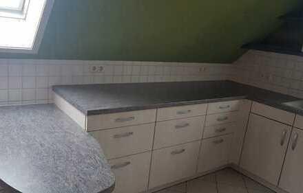 Freundliche 2,5 Zimmer-Wohnung Dachgeschoss mit EBK