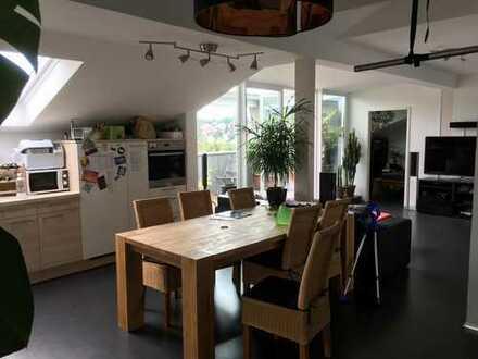 94 m², helle 3,5 Zimmer DG Wohnung mit tollem Ausblick