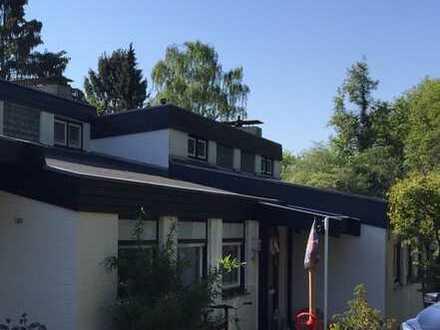 Schönste Aussicht über Bonn und das Rheintal. Gepflegtes Reihenmittelhaus mit Garten in Oberkassel