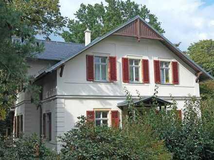 Residieren im Königlichen Park Wachwitz - exklusive 4-Zimmer-Wohnung mit Balkon + separate Terrasse