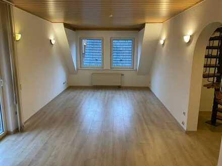 Sanierte 2-Zimmer-Wohnung mit Balkon und Einbauküche und Bad mit Tageslicht in Weiden, Köln