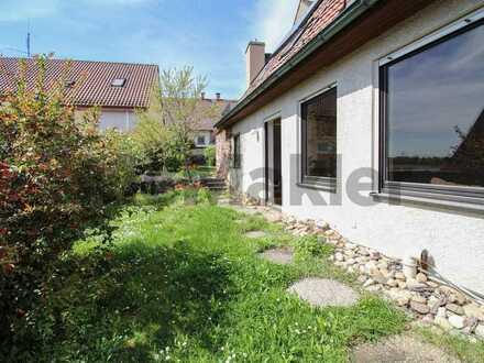 Idyllisch und familienfreundlich: Charmantes altes Bauernhaus mit Garten, Terrasse und Garage