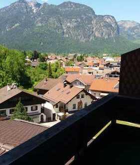 Exklusive, sanierte 2,5-Zimmer-DG-Wohnung mit Balkon und Einbauküche in Garmisch-Partenkirchen