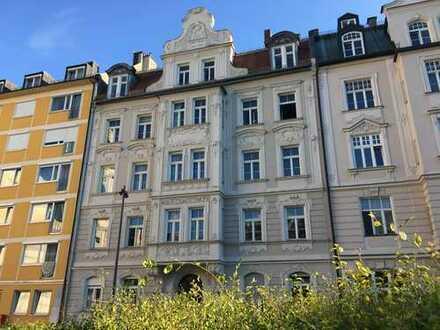 3 Zimmer Dachterrassen- Altbaujuwel in Bestlage am Josephsplatz (Maxvorstadt) ***Provisionsfrei***