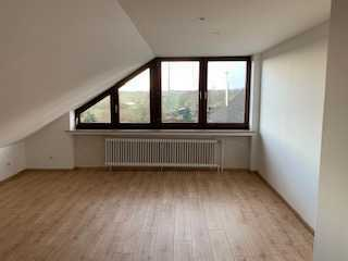 Vollständig Kernsanierte DG-Wohnung zur Miete in Orsoyerberg ab sofort zu beziehen. PROVISIONSFREI!!