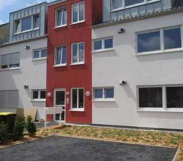 Von Privat: Vollständig renovierte 3-Zimmer-Wohnung mit Balkon am Entenfang