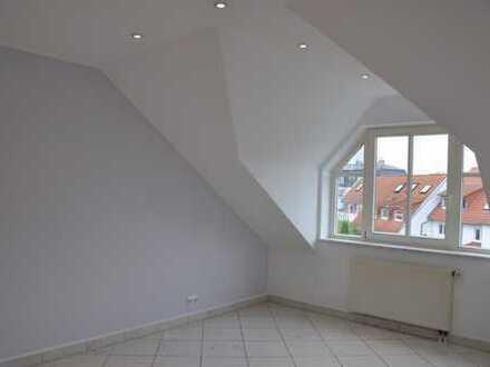 Exklusive 3,5-Zimmer-DG-Wohnung mit Balkon und Einbauküche in Frankfurt am Main
