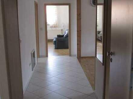 Preiswerte, sanierte 3-Zimmer-Dachgeschosswohnung mit Einbauküche in Hahnbach