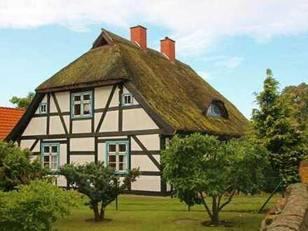 Historisches Pfarrwitwenhaus mit neu errichtetem Gästehaus