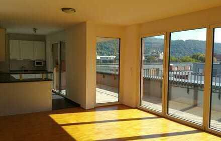 moderne 4 Zimmer Wohnung mit Dachterrasse und Einbauküche