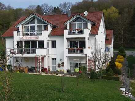Gepflegte 2-Raum-Dachgeschosswohnung mit Balkon und Einbauküche in Kaisheim