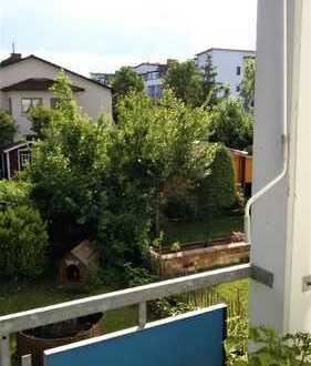 Schöne, helle, lichtdurchflutete 2 ZKB-Wohnung mit Balkon