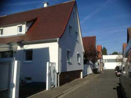 Einfamilienhaus mit Doppelgarage und Garten in ruhigem Wohngebiet in 63762 Großostheim