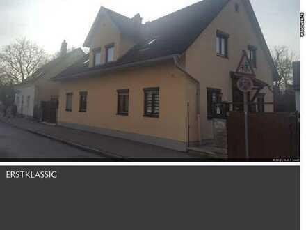 Schönes 2-Familien-Haus mit acht Zimmern in Augsburg Pfersee, renovierungsbedürftig