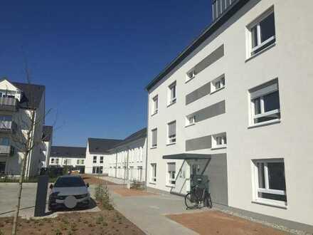 Erstbezug: lichtdurchflutete 3-Zimmer-Wohnung mit Einbauküche und Balkon in Mainhausen