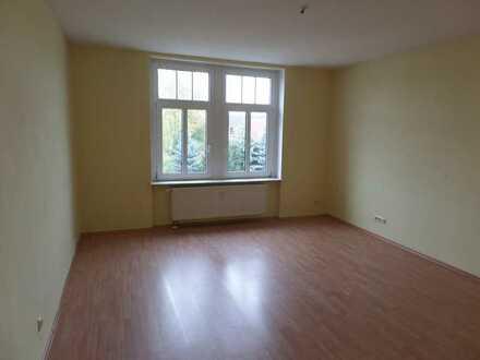 Geräumige helle Wohnung im Dachgeschoss in schöner Villa