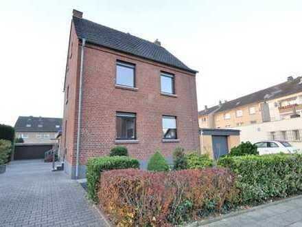 Dormagen-Zons: Modernisierte 4 Zimmer-Maisonette-Wohnung mit Garage