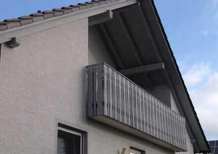 Gepflegte 3,5-Zimmer-DG-Wohnung mit Balkon und Einbauküche in Wertingen