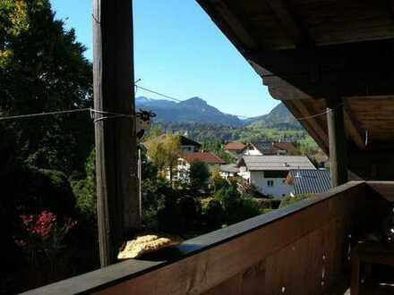 Geschmackvolle 3-Raum-DG-Wohnung mit Balkon und EBK in Oberstdorf