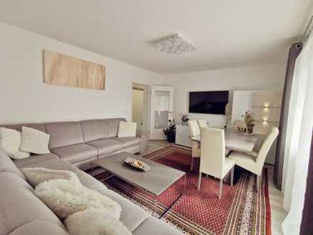 Privat: Vollständig renovierte 3-Zimmer-Wohnung mit Balkon und EBK