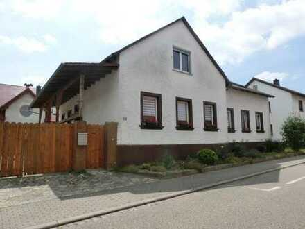 Helle, freundliche 4-Zimmer-Erdgeschosswohnung mit großem Grundstück und Scheune