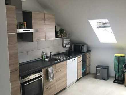 Komplettrenovierte 2,5-Zimmer-DG-Wohnung mit EBK in Haunstetten