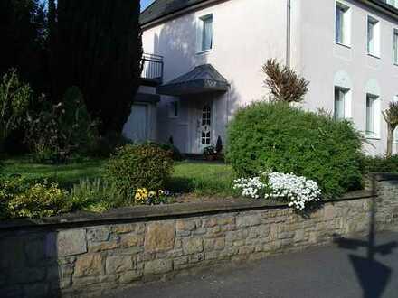 Schöne, grosszügige EG - Wohnung mit Terrasse, Garten und Garage