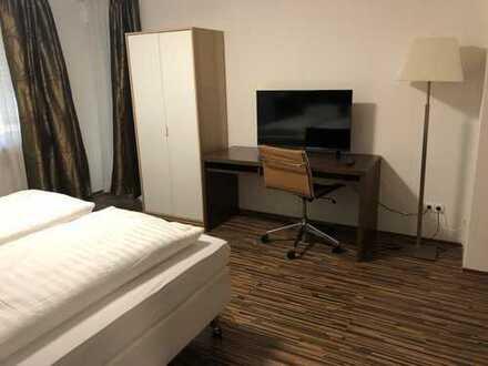 Möbliertes, neu renoviertes, helles Zimmer in 3-er WG