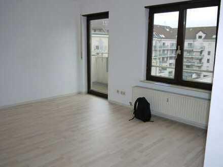 4. OG: Helle 1-Zimmer-Wohnung mit Pantryküche und Balkon in zentraler Lage in Mannheim - Lindenhof