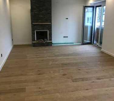 Erstbezug nach Sanierung: Exklusive 4-Zimmer-Wohnung mit EBK und 2 Balkone in Augsburg/Hochzoll