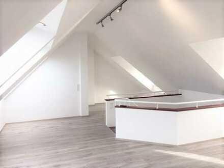 Schöne vier Zimmer Dachgeschosswohnung in Köln, Nippes