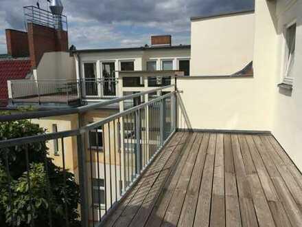 Bezugsfrei!! Großes Penthouse in ruhiger aber zentraler Lage Friedrichshains