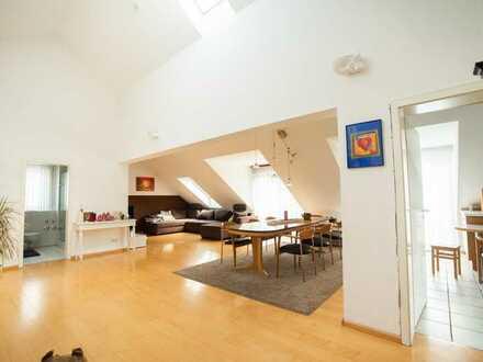 Hochwertige 3,5-Zimmer-Dachgeschoss-ETW mit großem Balkon in Eschbach!