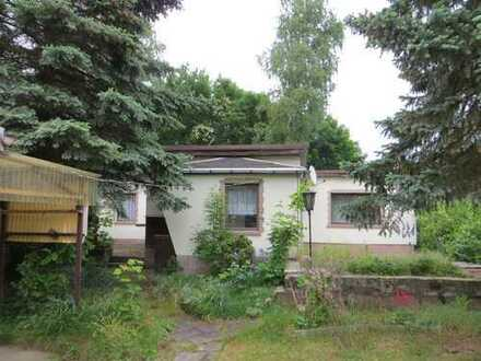 Kleines Einfamilienhaus im Bungalowstil in Borna steht zum Verkauf.