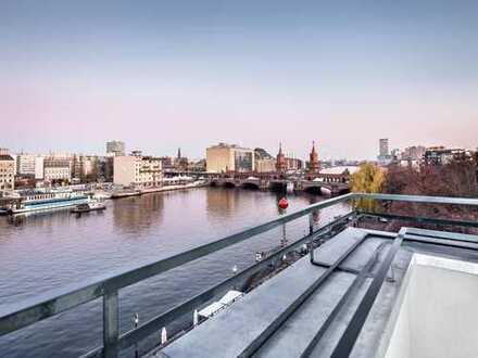 Erstbezug: Stilvolle, renovierte Altbauwohnung mit Balkon und Wasserblick