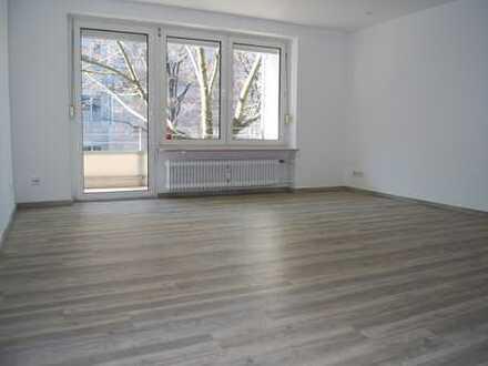 UNI Nähe ! WG geeignet !Erstbezug nach Renovierung ! Sehr schöne 4-Zimmer-Wohnung in zentraler Lage!