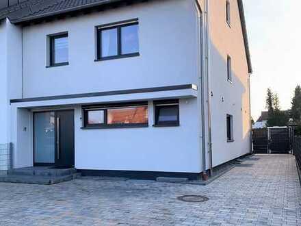 Neuwertiges Zweifamilienhaus als Doppelhaus in Speyer-Nord