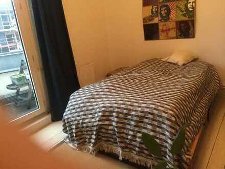 1 möbliertes Zimmer in charmanter dreizimmer Altbauwohnung für Pendler*in