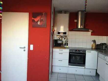 Provisionsfrei: Lichtdurchflutete und schön geschnittene 3-Zimmer DG-Wohnung