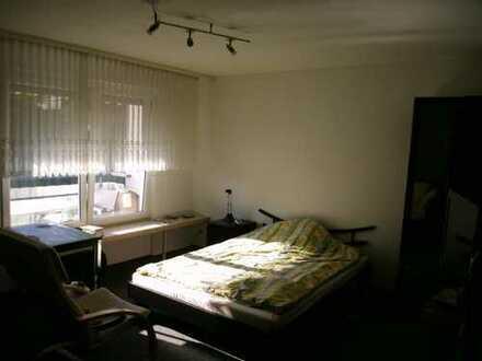 ein 22qm-Zimmer/Room 25.5-30.6 in 3-Zimmer-OG-Wohnung möbiliert