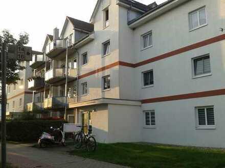 Schöne Wohnung mit LAMINAT, EBK und BALKON zu vermieten!!!
