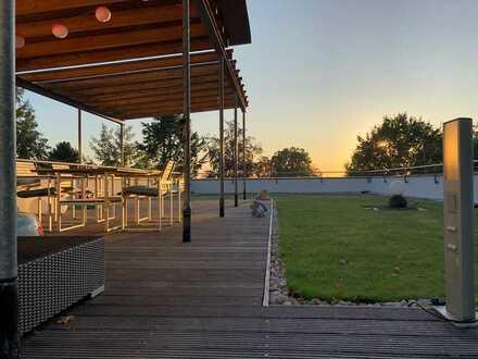 Architekten-Villa im Bauhaus-Stil mit Blick auf die Nürnberger Skyline *PROVISIONS-FREI*